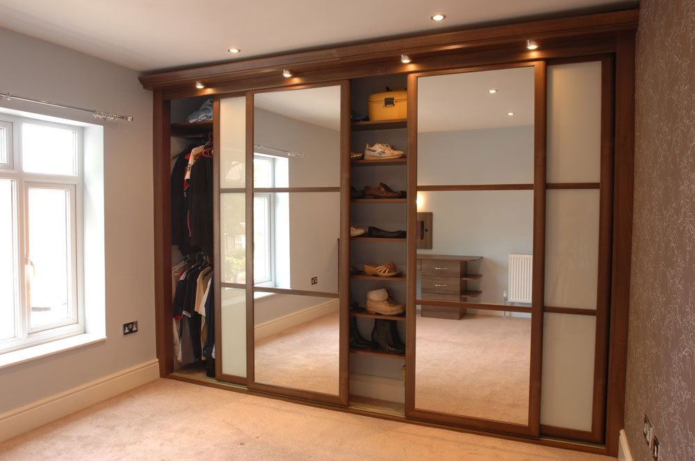 Mirror wardrobes for elegant bedroom designs for Sliding wardrobe interior designs