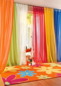 Colorful-Living-Room-Curtains-Idea