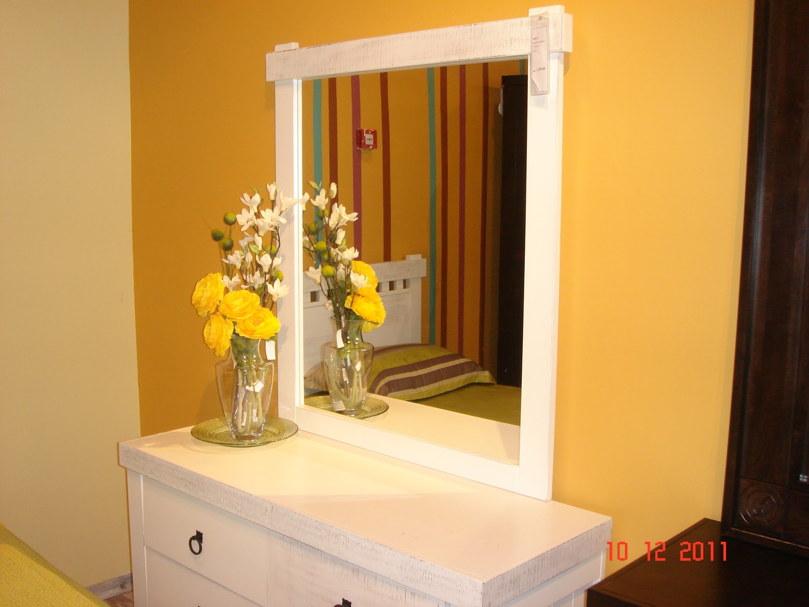 Wall mounted dressing table designs for bedroom - Wall Mounted Dressing Table Designs For Bedroom 5