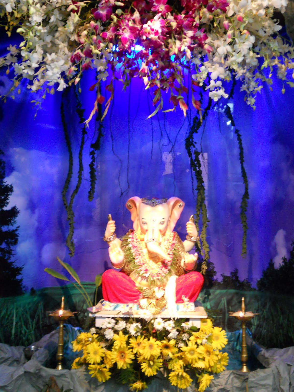 Ganesh chaturthi decoration ideas for home for Artificial flower decoration for ganpati