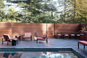 Modern-Residence-With-Backyard-Decor-With-High-Wooden-Fence-Equipped-With-Outdoor-Dining-Room-And-Swimming-Pool-With-Cool-And-Beautiful-Design-Swimming-Pool-With-Fence-Surrounding-Decor