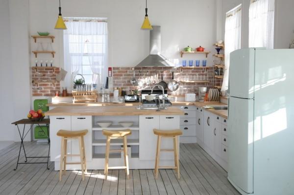 bright-modern-kitchen-600x399