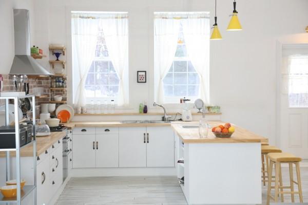 country-quaint-kitchen-600x399