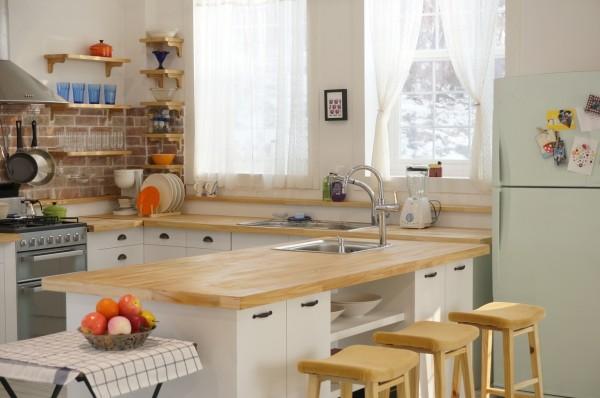 cozy-warm-kitchen-600x398