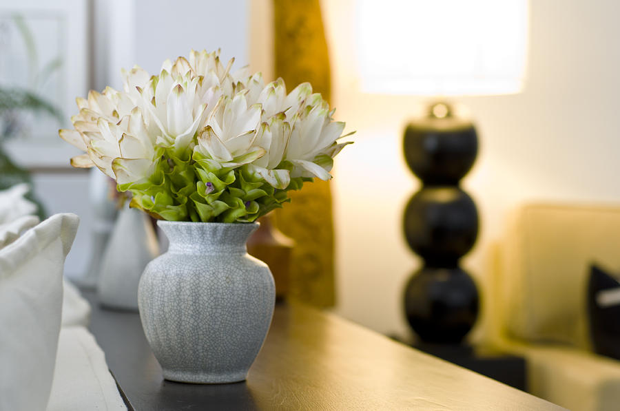 flower-vase-in-beautiful-interior-design-ulrich-schade