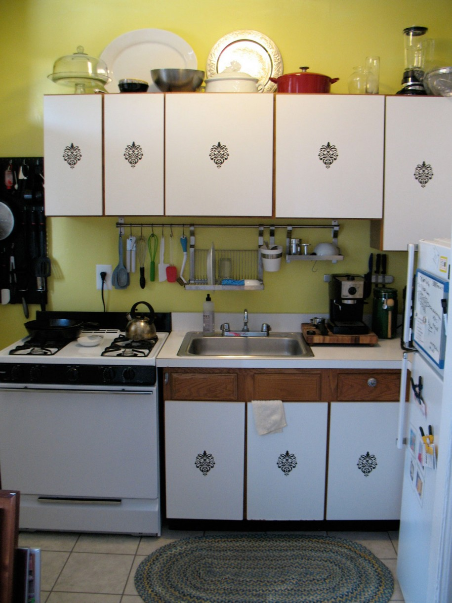 Smart wise space utilization for very small kitchens for Very small kitchen designs pictures