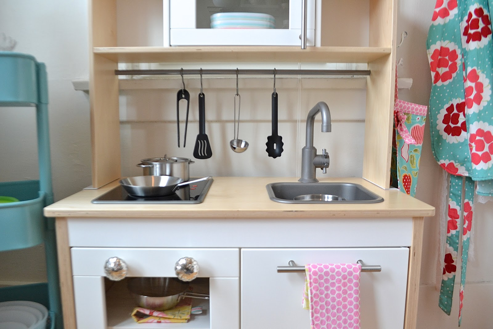 Smart wise space utilization for very small kitchens for Ikea child kitchen set