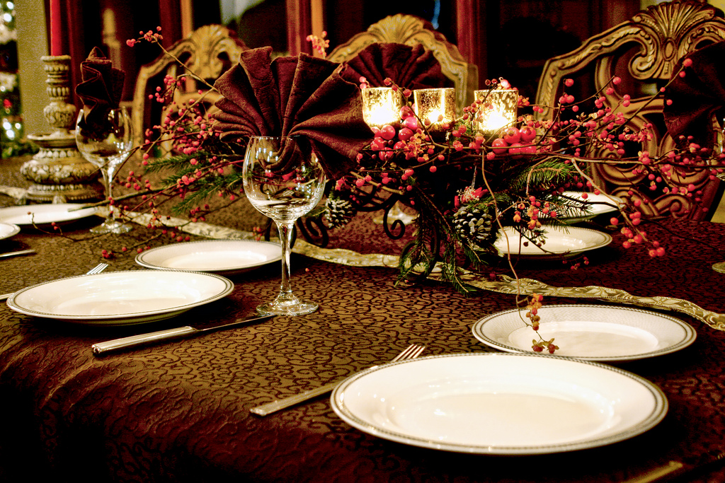 Dining table decorating ideas for Christmas decorations for the dinner table