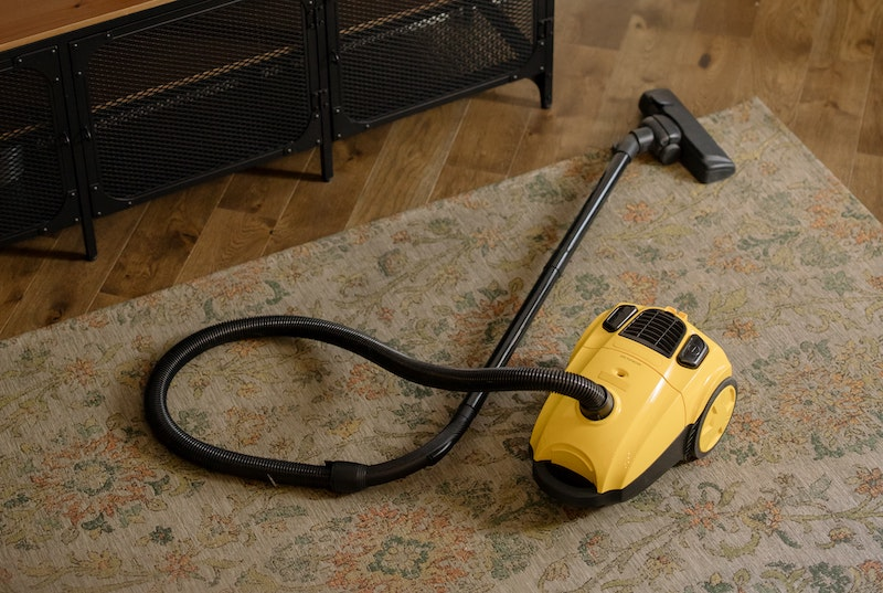 How do you properly vacuum the floor?