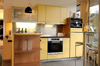 warm-yellow-kitchen-design