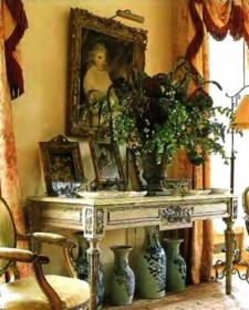 Artistic Antique Decor For a Classic Touch