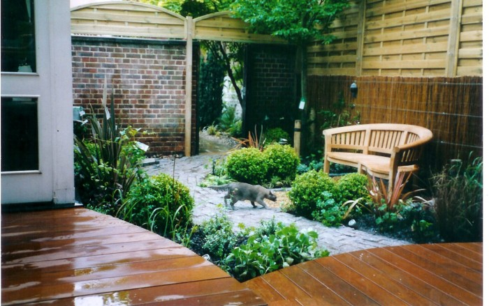 Courtyard landscape ideas for Courtyard garden ideas photos